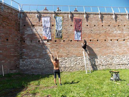 Művész-zászló kiállítás Szigetváron